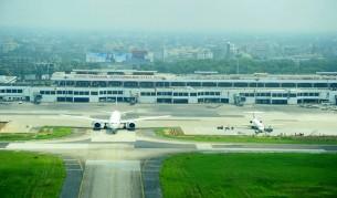 Singapore-bound Biman aircraft makes emergency landing in Dhaka